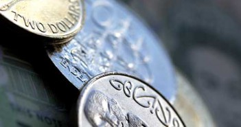 new-zealand-dollars-3